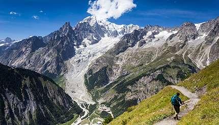 shu-Tour du Mont Blanc -1013546959-430x246