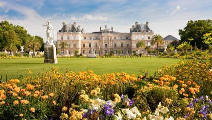 Jardin du Luxembourg with the Palace and statue
