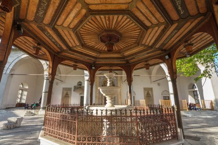 The fountain outside Gazi Husrev-beg Mosque