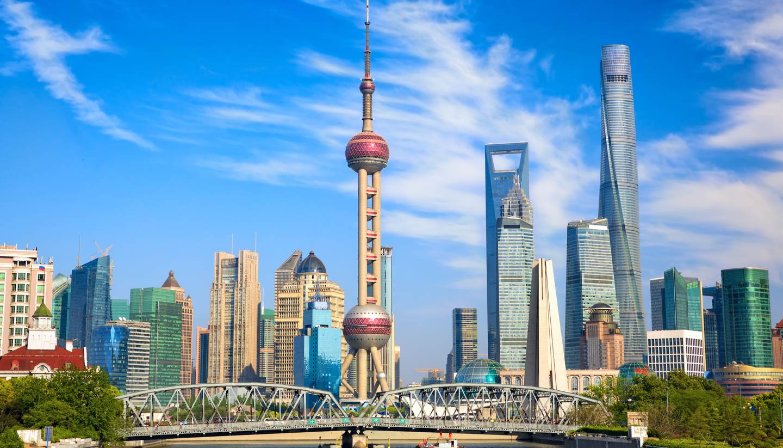 City Highlight: Shanghai - Waibaidu bridge with Oriental Pearl Tower behind