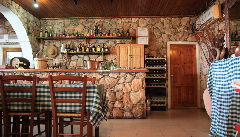 Cyprus for foodies - Greek tavern in Larnaca, Cyprus