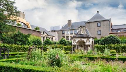 Exterior view of house and garden - Rubenshuis