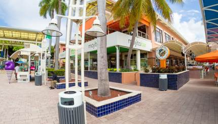 Bayside marketplace in Biscayne Bay