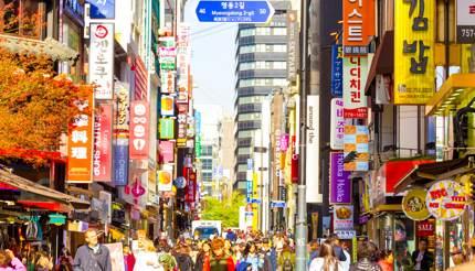 shu-EDITORIAL-SouthKorea-Seoul shopping area-535659397-Pius Lee-430x246