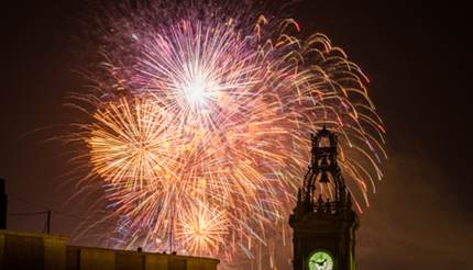 shu-Fireworks in Valencia-Las Fallas-631302317-Napong Suttivilai-430x246