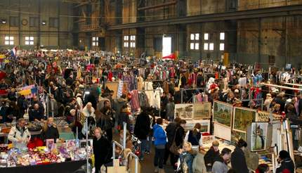 Search for a bargain at IJ-Hallen