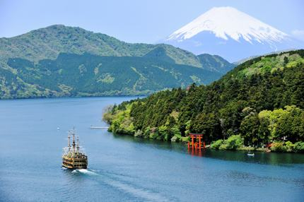 Cruising on Lake Ashi