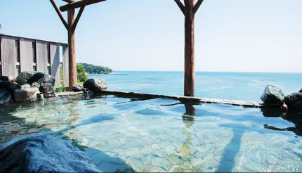 This outdoor bath (for women) offers spectacular views of Toyama Habour