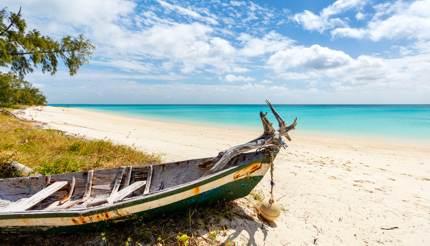 shu-mozambique-idyllic-beach-540083113-430x246