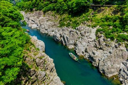 A sightseeing boat cruising the Yoshino River