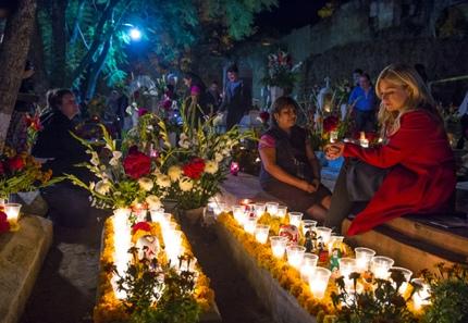 Visiting the graveyards in Oaxaca on Día de los Muertos