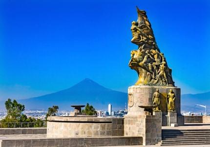 The Cinco de Mayo victory monument in Puebla