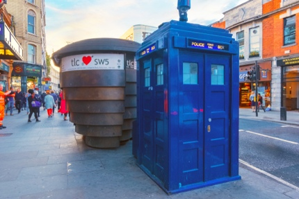 A blue telephone box